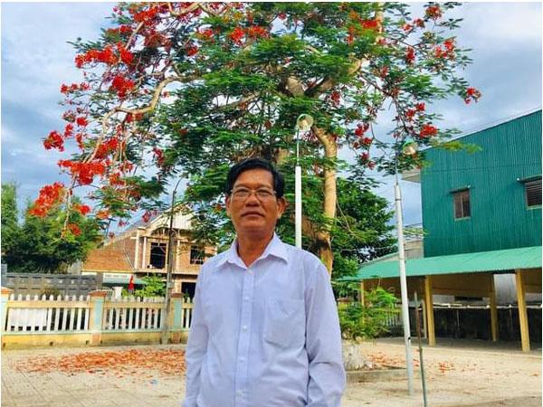 Nhà giáo giàu lòng nhân ái được tặng Bằng khen của Bộ trưởng